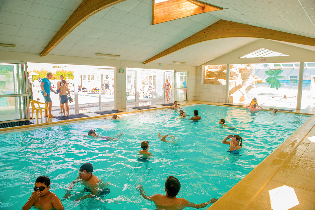 Camping vend e avec piscine couverte camping les pirons for Camping embrun avec piscine 4 etoiles