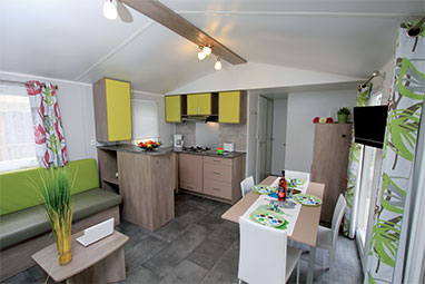 Location mobil home vend e camping les pirons 5 toiles for Decoration interieur de mobil home