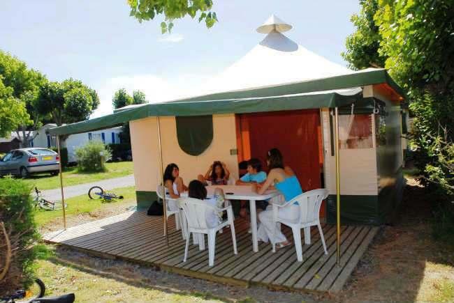 bungalow toil 233 kiwi 2 chambres 5 personnes cing les pirons 4 233 toiles en vend 233 e sables d