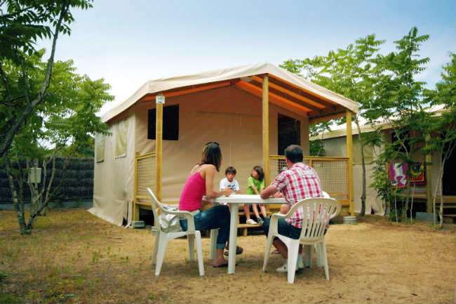 bungalow camping les pirons sables d 39 olonne vend e 4 toiles. Black Bedroom Furniture Sets. Home Design Ideas